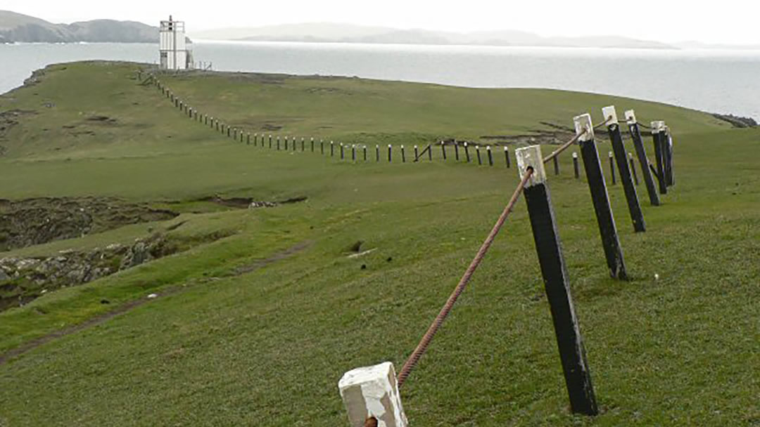 Baa Taing light in Hillswick, Shetland geograph-551044-by-Rob-Burke