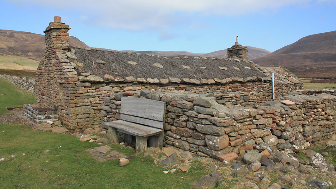 Burnmouth bothy in Rackwick bay