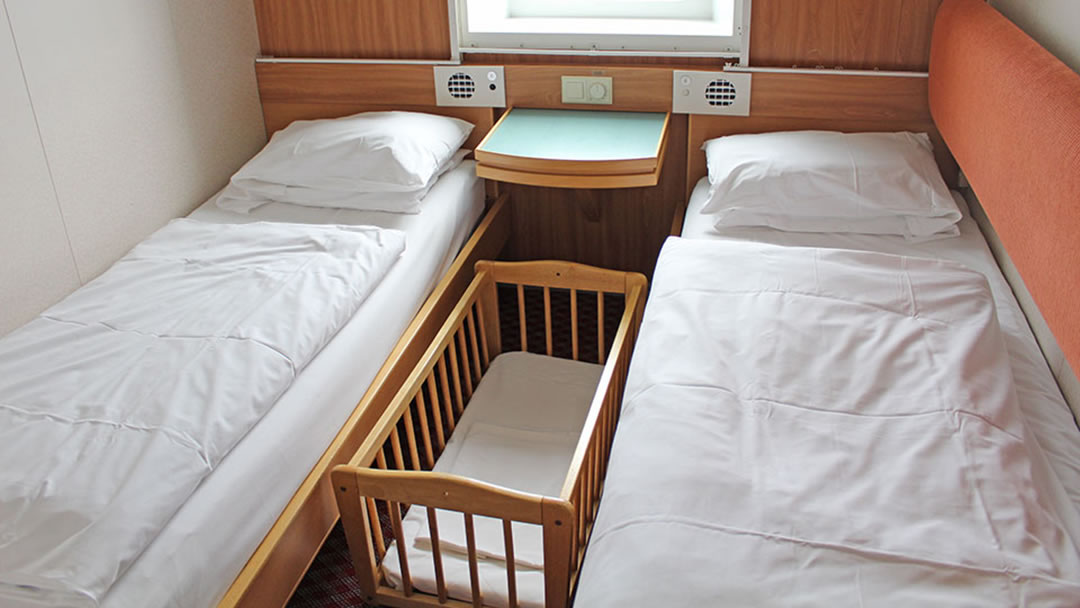 Small carry cot